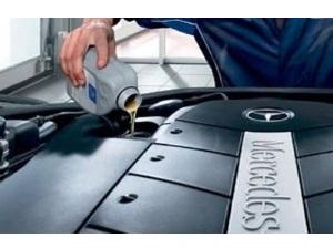 Работа по замене масла в двигателе Мерседес Бенц